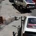kazimierz krytycznie: źle parkujący samochód blokuje stojak rowerowy