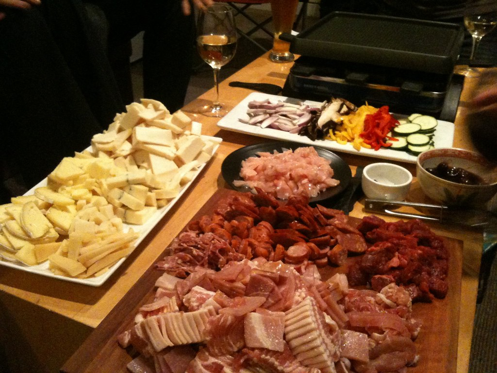 Om nom raclette night with nikz and nz dave fb posted for Comida tradicional francesa
