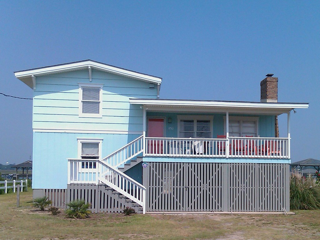 Beach house exterior colors fresh color scheme on a - Coastal home exterior color schemes ...