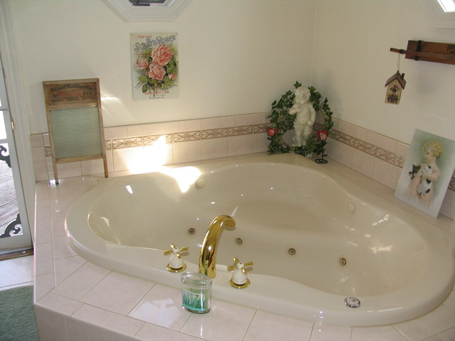 Img 5350 Ah The Whirlpool Tub In The Master Bathroom