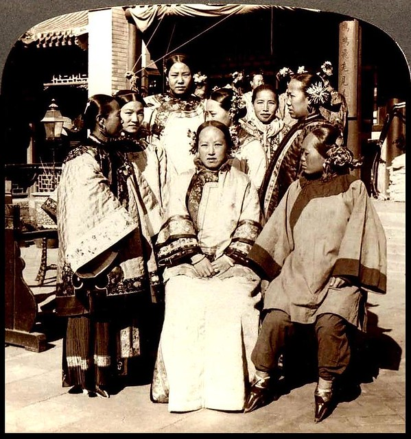 A Gaggle Of Wealthy Women With Bound Feet In Old China -8066