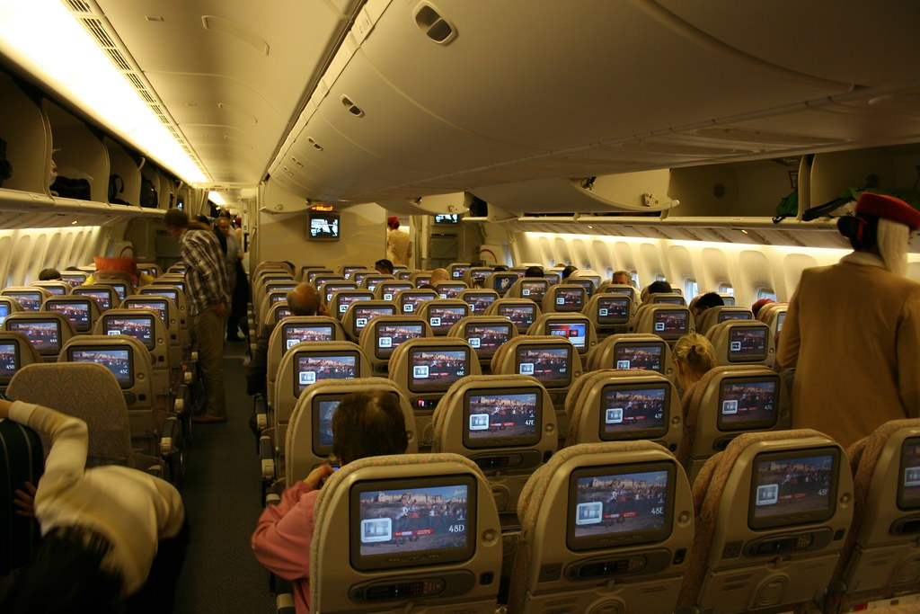 Emirates economy class cabin boeing 777 300er pretty for Interieur boeing 777