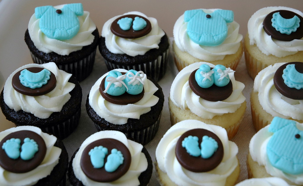 Baby shower cupcakes inspired by cupcakes seen here on for Decoracion en cupcakes