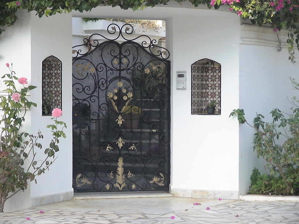 Style de porte exterieure en fer forg tunis maisons citizen59 flickr for Fer forge tunisie