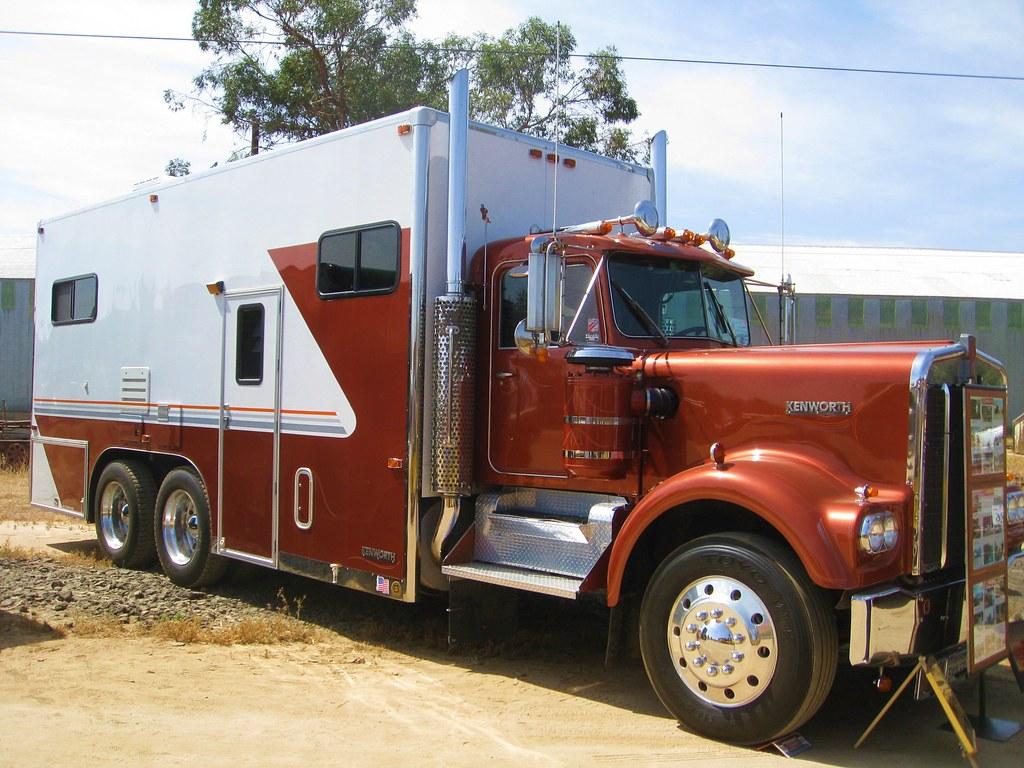 Kenworth custom motorhome oerm truck show 2009 flickr for Peterbilt motor coach for sale