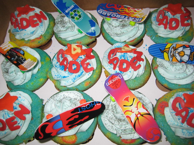 Skateboard party cupcakes