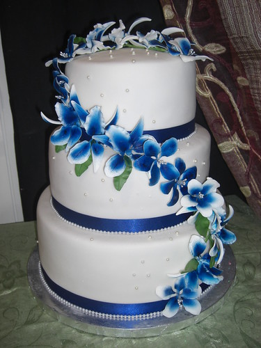 wedding cake with blue roses wedding cake in white and royal blue flickr photo 26830
