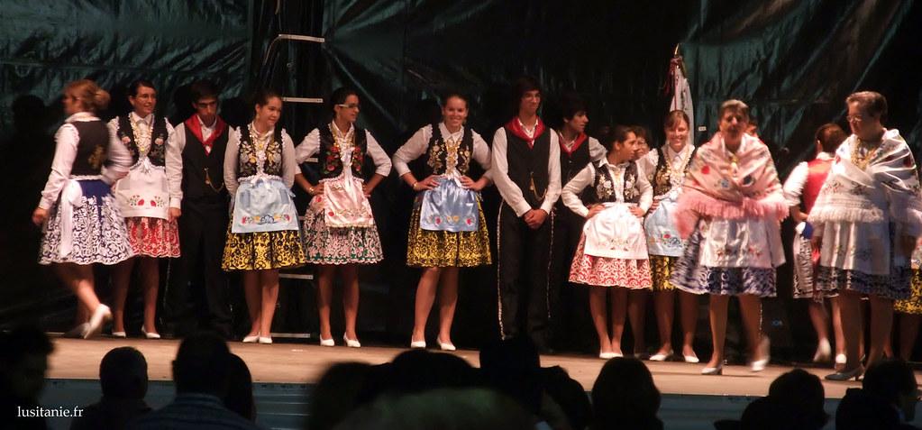 Les danseuses du Rancho, avec leur jupes à la moda antiga comme on dit. C'est très joli :)