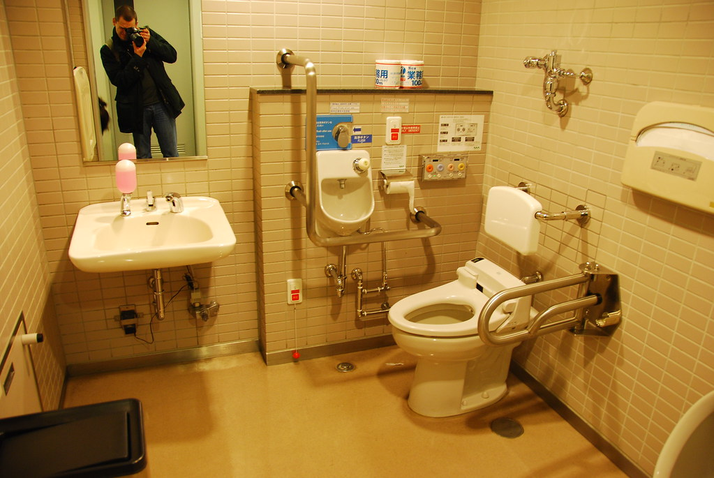 tokyo 2009 toilettes japonaise a l 39 a roport de tokyo. Black Bedroom Furniture Sets. Home Design Ideas