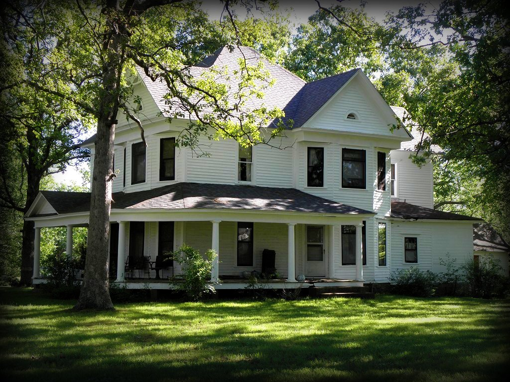 Old farmhouse in my hometown houston mo i love love for Classic farmhouse