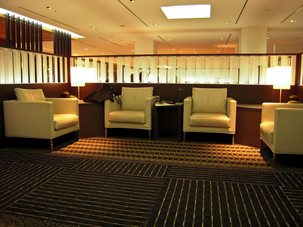 Lounge 1 | Sitting area at Narita airport lounge | Patrick ...