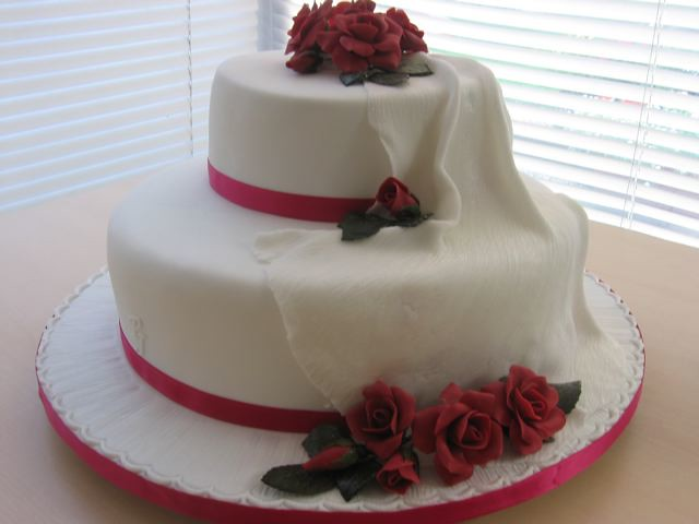 how to make a 4 tier sponge wedding cake wedding cake 60 two tier fruit and sponge stacked cake 15787