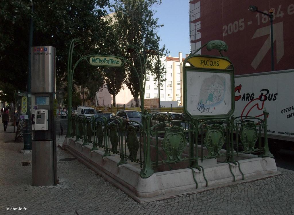 Entrée de la station de métro Picoas à Lisbonne