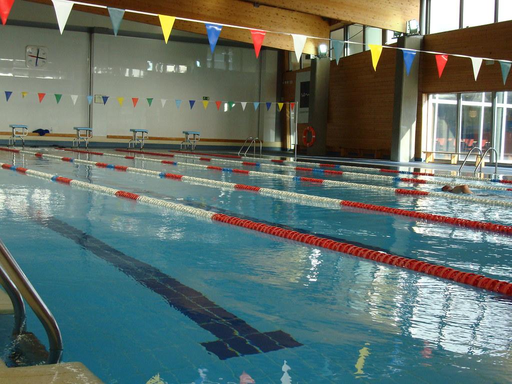 piscina cubierta en el centro deportivo de la uem