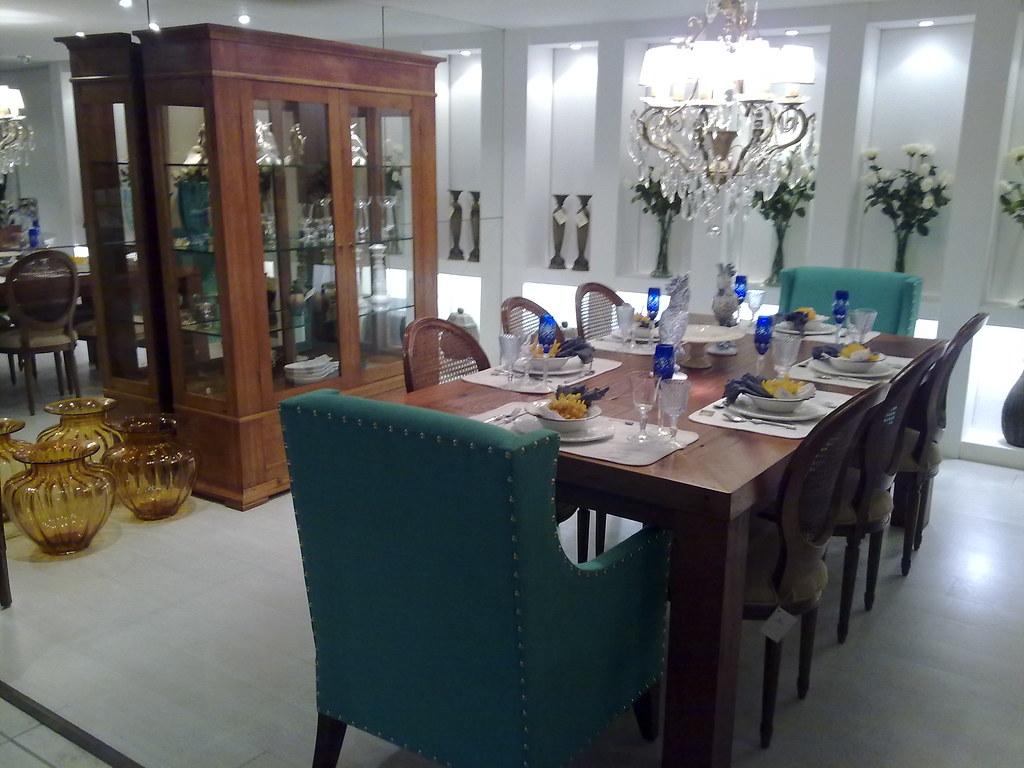 Conjunto sala de jantar cristaleira   mesa colonial em mad… Flickr #7A623F 1024x768