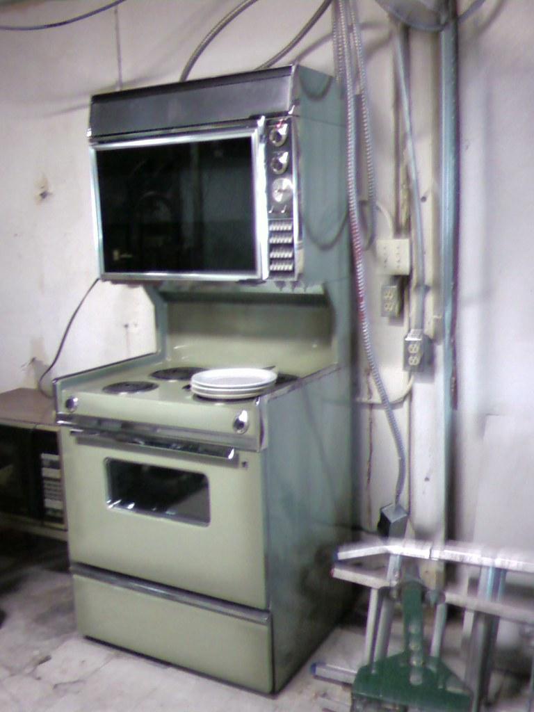 Avocado Range Stove W Double Oven This Electric Range Is