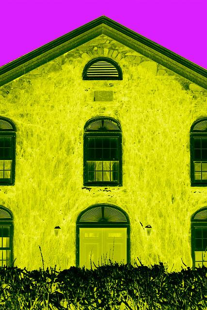 Acid house facade d 39 une maison voisine l 39 image est for Enlever l humidite d une maison