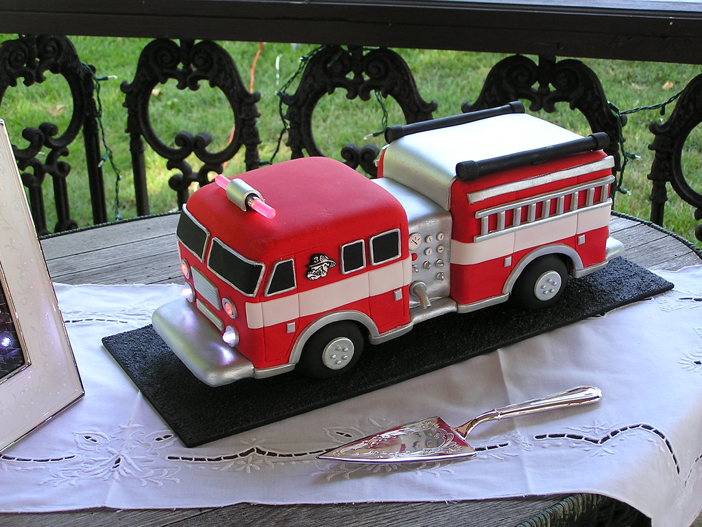 Cake Decorating How To Make Fire : Fire Truck Cake 1 I made this groom s cake for a friend ...