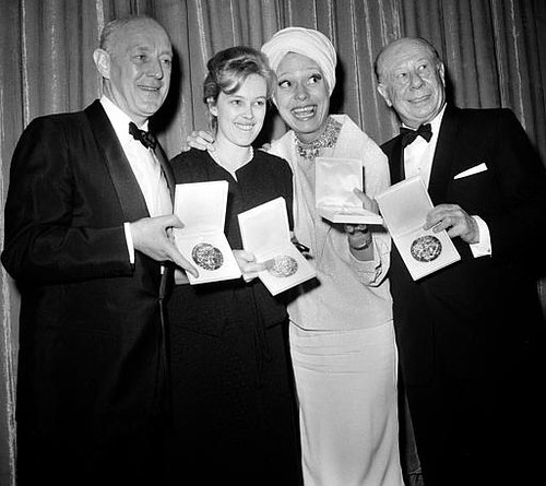 Sandy Dennis & her Tony award | LEFT TO RIGHT: Alec ... Alec Guinness