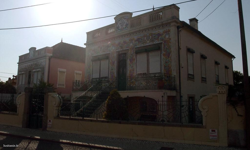 Vila Papoila Cruz, et sa façade richement décorée