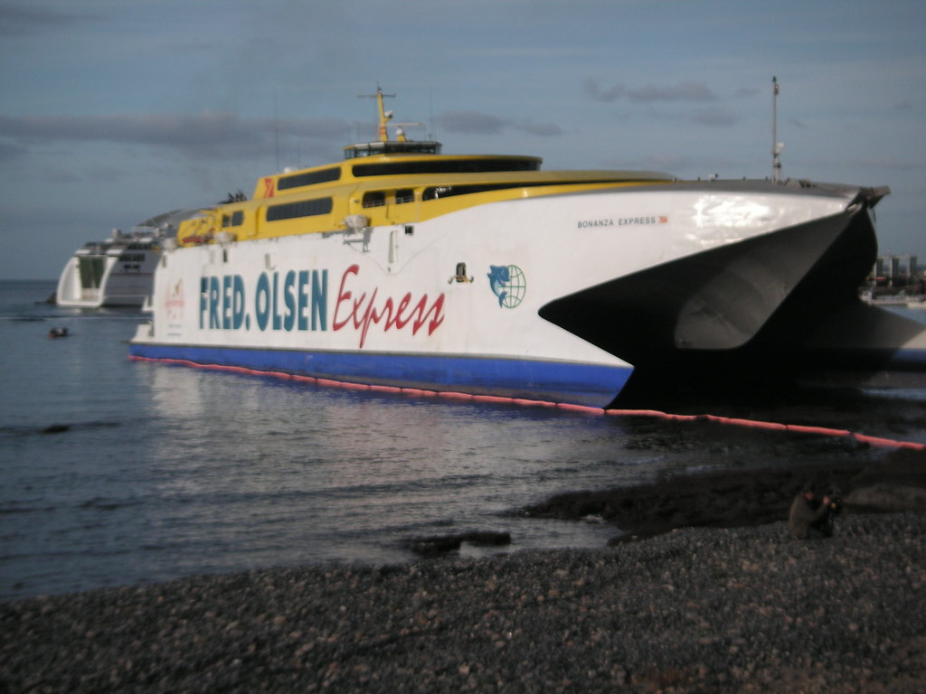 Los cristianos ferry grounded fred olsen ferry runs for Oficina fred olsen los cristianos