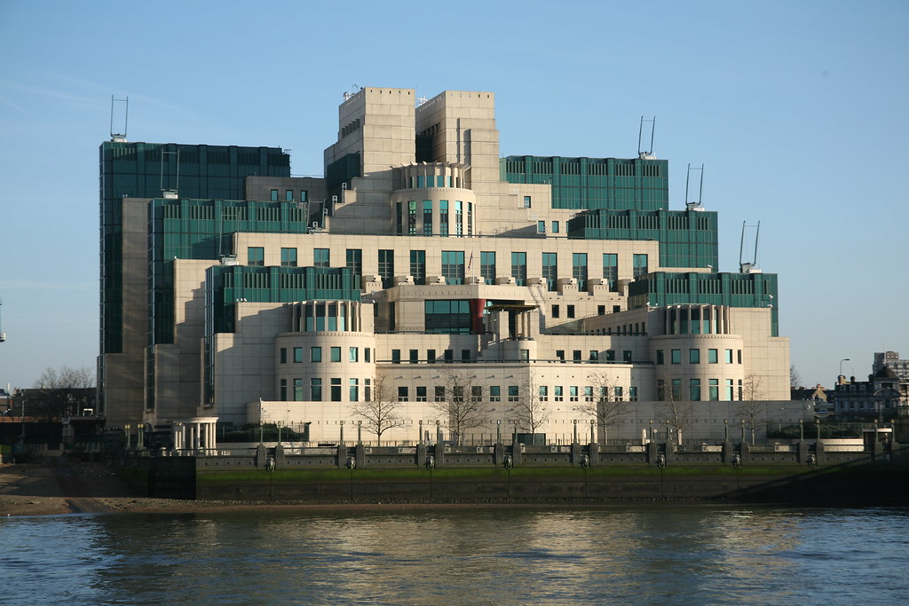 how to get a job with mi6