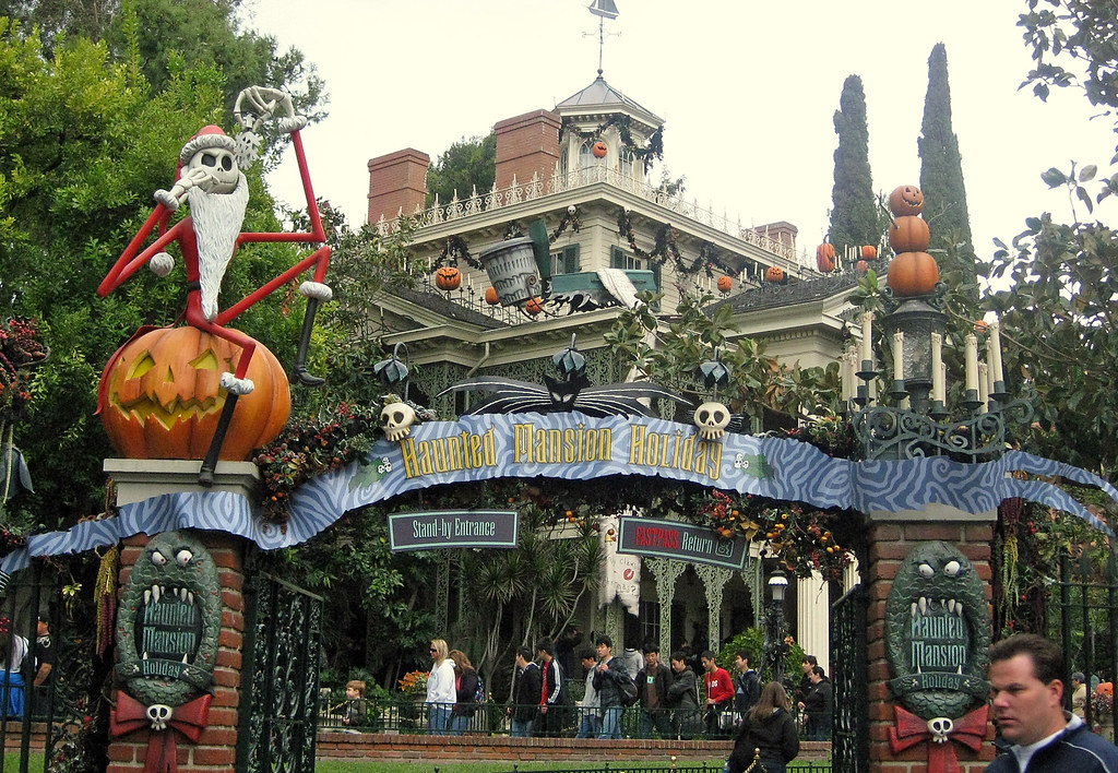 T Undead Haunted Mansion Holiday Disneyland Where The Haun Flickr