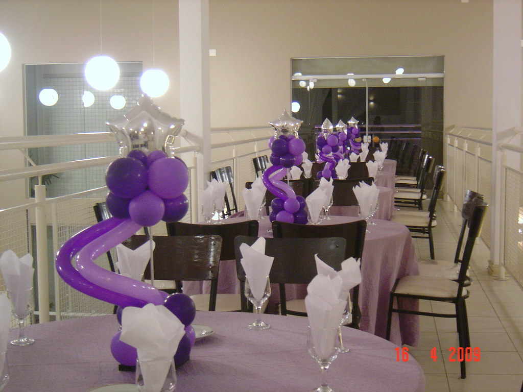 Centros de mesa 15 anos brinque fest festas e eventos for Cubre sillas para 15 anos