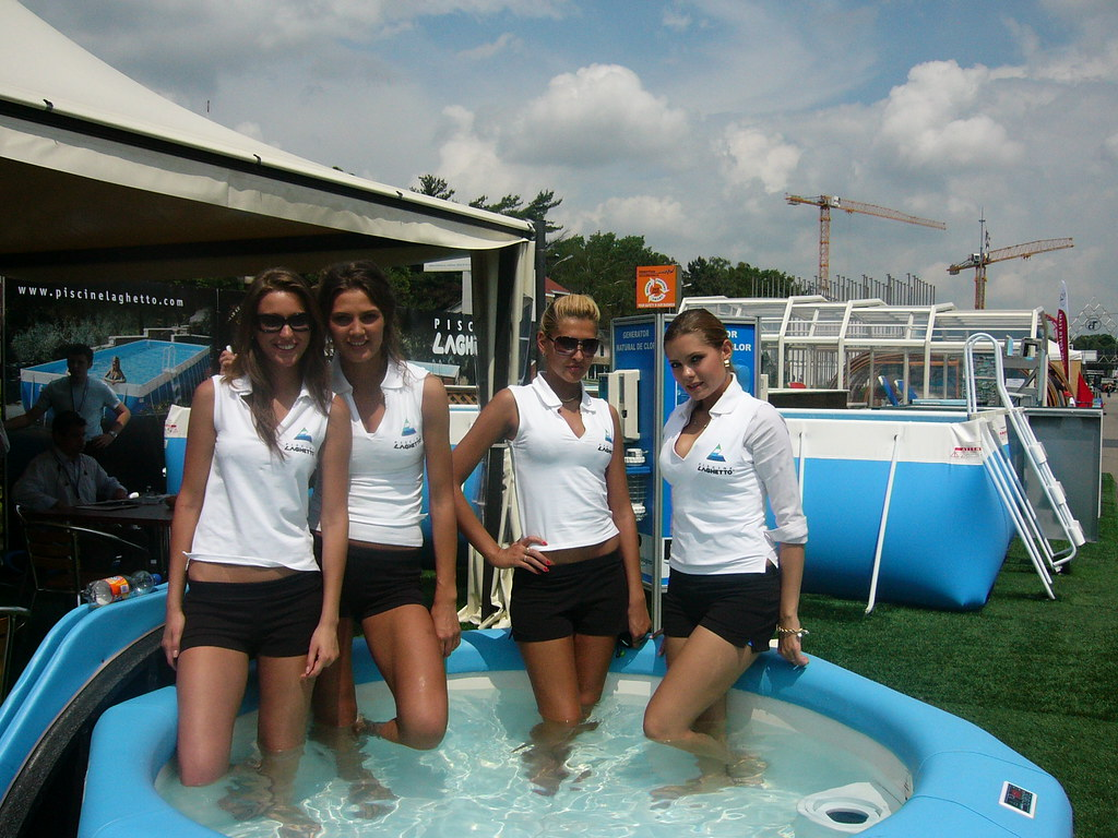 08 laghetto girls 13 bucarest romania fiera 2008 for Piscine laghetto