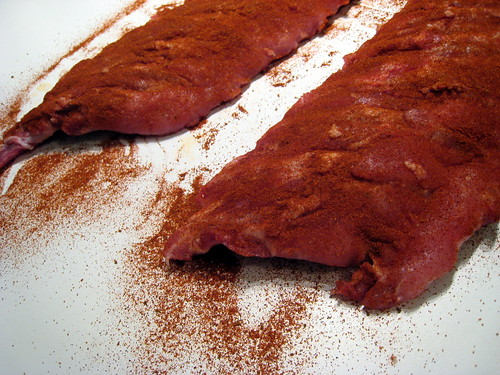 Dry rub applied for Memphis style ribs | Barbecue Memphis st ...