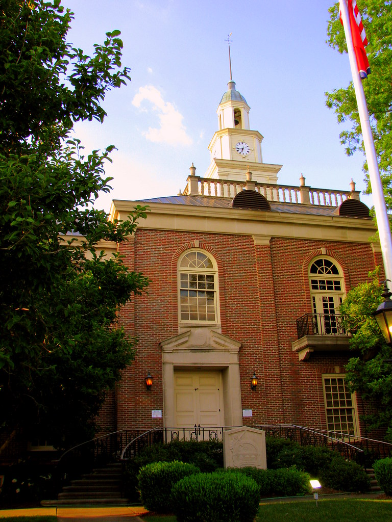 Lincoln County Courthouse B Located In The Center Of The