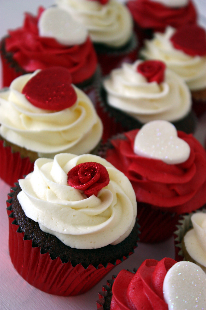 Roses Amp Hearts Wedding Cupcakes Ivory And Red Glittery