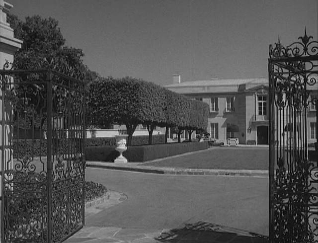Mansion Front Lawn | K...