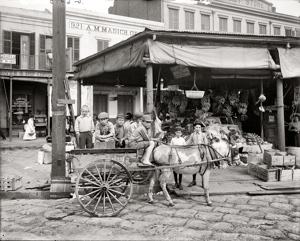 Nola frenchmarket1910 view of children in 1910 on north for Cafe du jardin restaurant covent garden