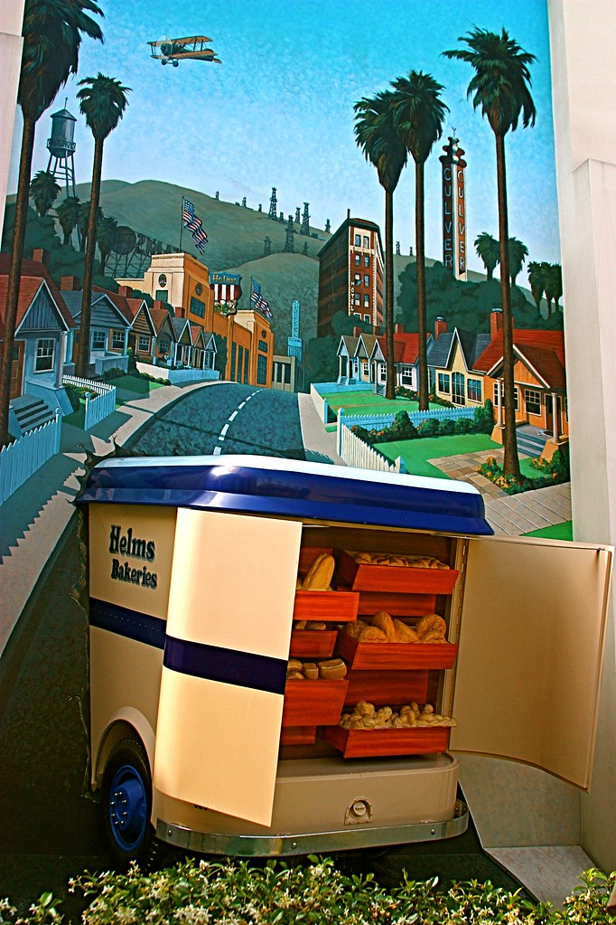 Helms Bakery Truck >> Helms Bakery Truck | For those of you that grew up in the Lo… | Flickr