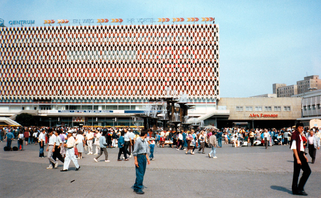 East berlin 1990 centrum department store alexanderplat for Wohndesign 2 fermob store in berlin