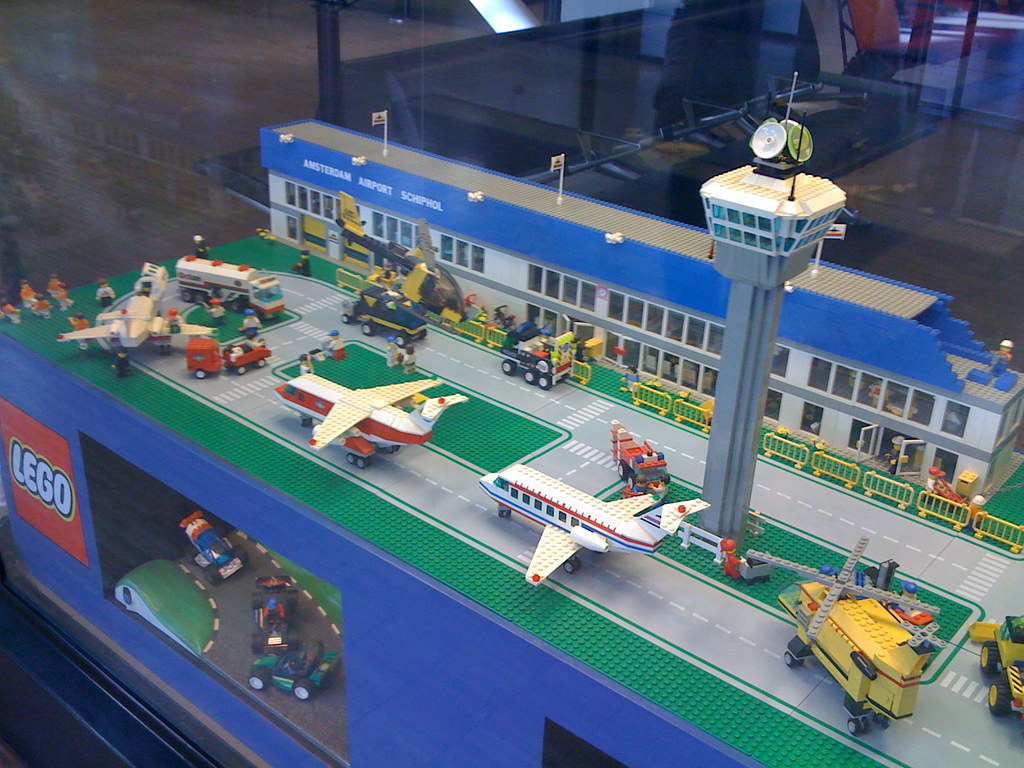 lego airport in amsterdam looks like mid to late 80s lego flickr. Black Bedroom Furniture Sets. Home Design Ideas