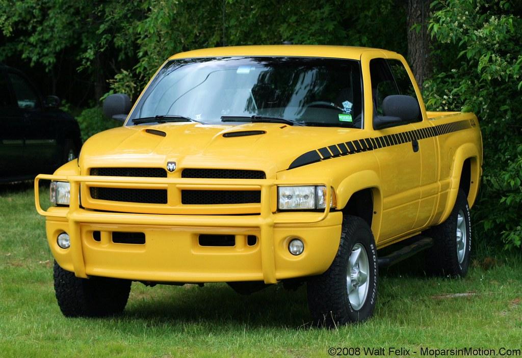 E Dde F B on White 2001 Dodge Dakota