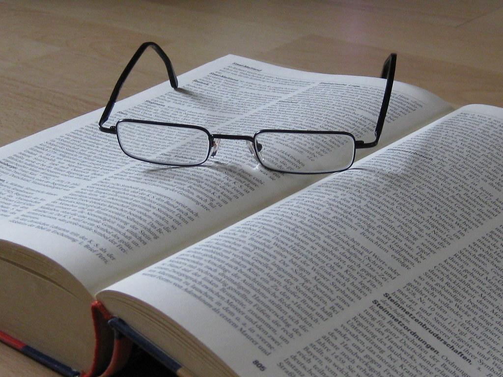 Bücher Mit Geräuschen : buch mit brille der urheberrechtsinhaber dieser datei hat flickr ~ Sanjose-hotels-ca.com Haus und Dekorationen