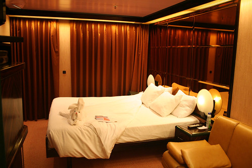 Carnival Elation Demi Suite Bed With Towel Friend