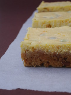Passion fruit cheesecake squares / Quadradinhos de cheesecake de maracujá | by Patricia Scarpin