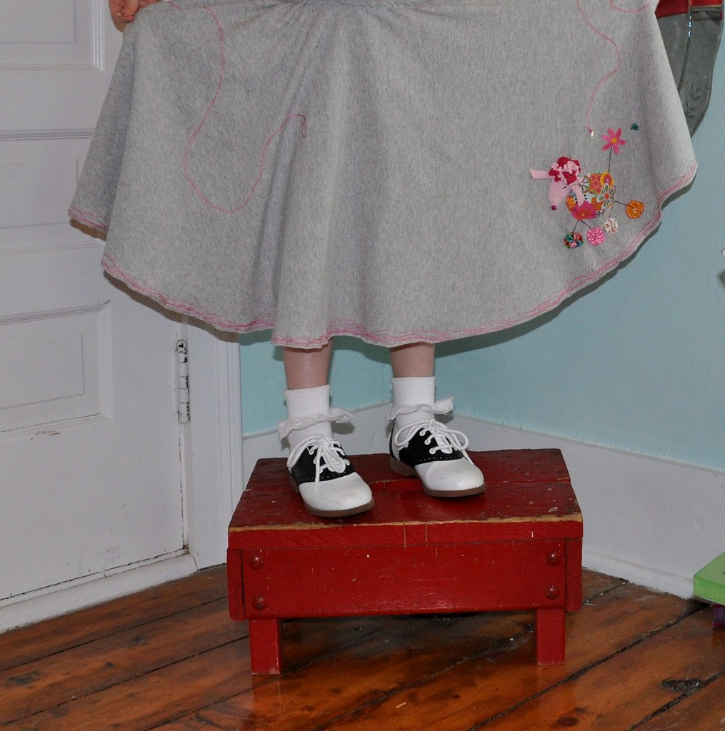 how to make a poodle skirt fluffy
