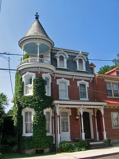 Victorian house rounded corner and cupola carlisle penn for Victorian cupola