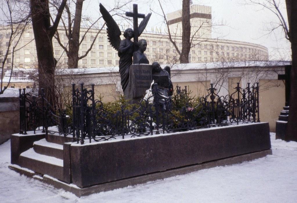 Tchaikovskys Grave Peter Flickr
