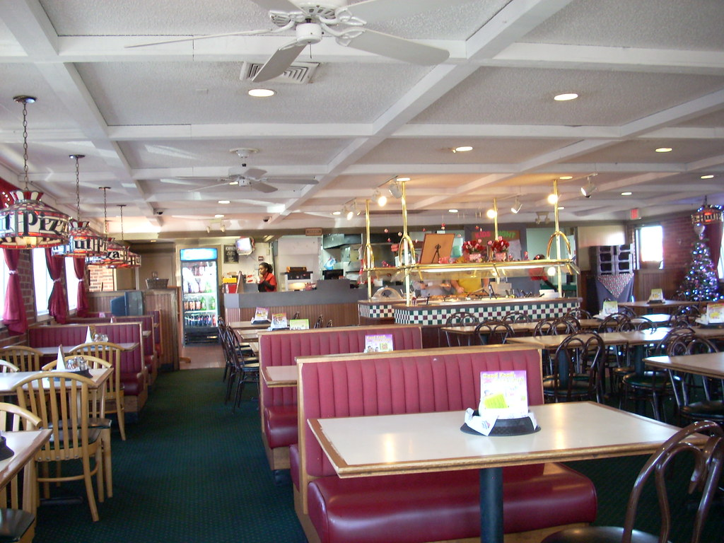 Pizza Hut interior | Pizza Hut (3,119 square feet) 1070 W ...