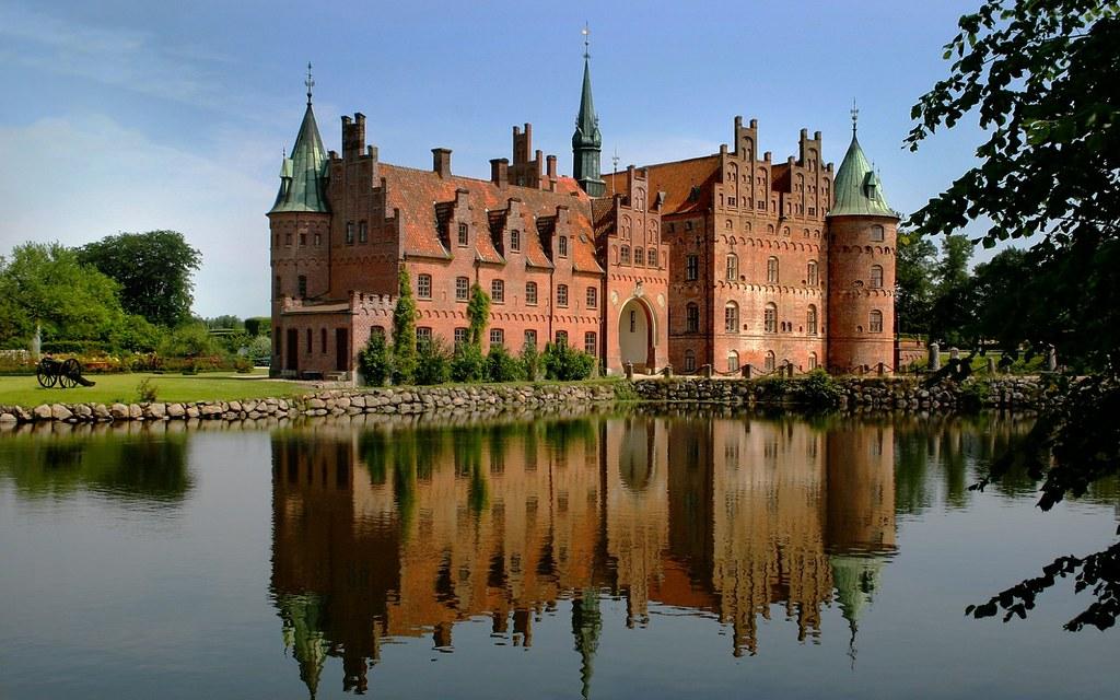 Egeskov castle funen denmark egeskov castle is for Trodel mobel
