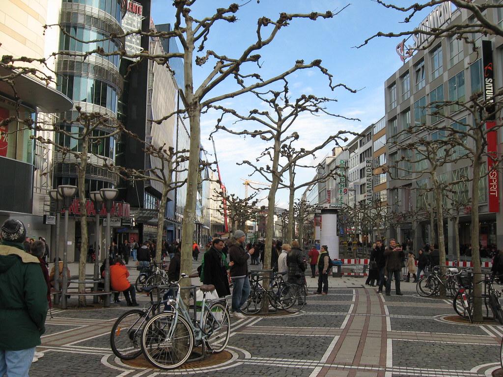 zeil strasse in frankfurt am main the best shopping area. Black Bedroom Furniture Sets. Home Design Ideas