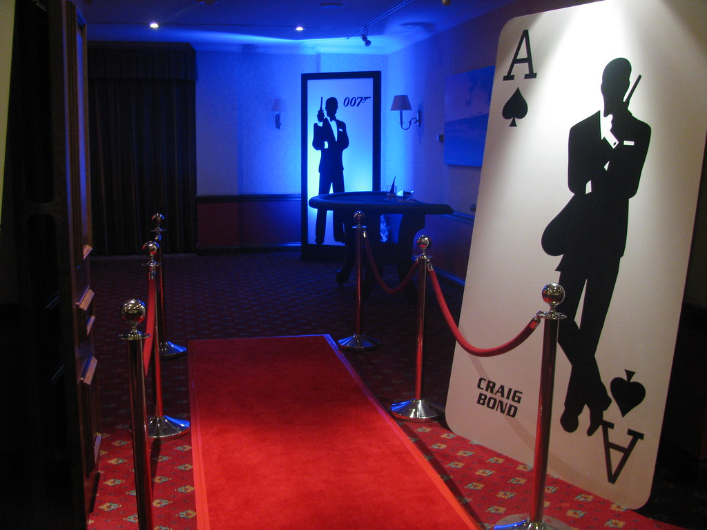 James bond red crpet entrance 007 casino party hire for Decor 007