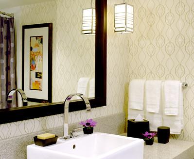Modern wallpaper neutral geometric print posh hotel bat for Modern wallpaper for bathrooms