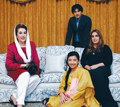 Benazir Bhutto And Her Family Benazir Bhutto With Her Kids